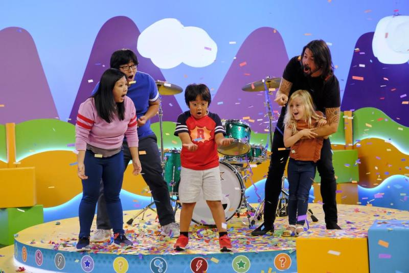 Dave Grohl and daughter Fifi (R) onRyan's Mystery Playdate   Nickelodeon