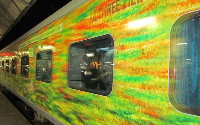 SHOCKING: Passengers denied extra water-bottle during 20-hour journey in Duronto Express