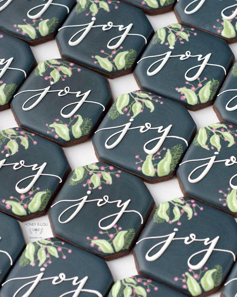 "<p>Dress up each place setting with these gorgeous cookies, which guests can enjoy or take home with them. </p><p><strong>See more at <a href=""https://www.honeyandloubakingco.com"" rel=""nofollow noopener"" target=""_blank"" data-ylk=""slk:Honey & Lou Baking Co"" class=""link rapid-noclick-resp"">Honey & Lou Baking Co</a>.</strong></p>"