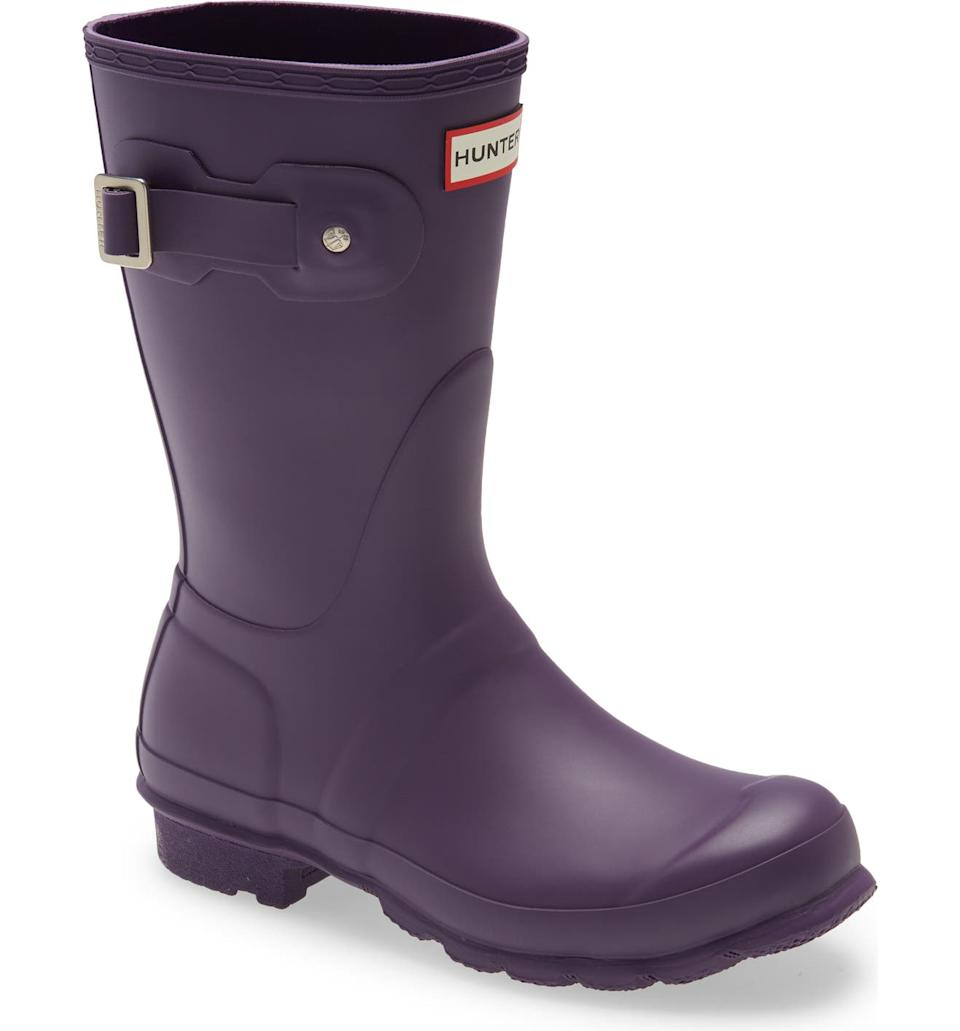 Hunter 'Original Short' Rain Boot is on sale for 40% off. Image via Nordstrom.