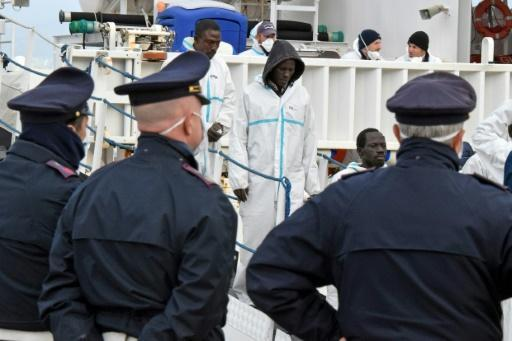 Italian lawmakers want police on charity boats