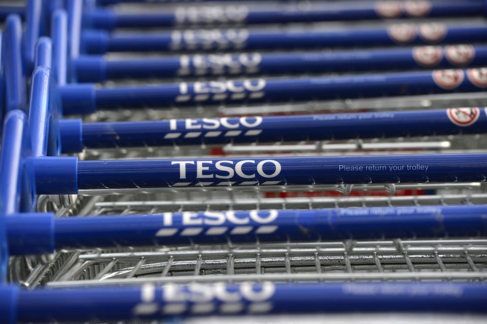 Trolleys are stacked outside a Tesco store in Hammersmith, west London October 3, 2012. Tesco, Britain's biggest retailer, showed its fightback plan following a shock profit warning was starting to make a difference as it stemmed sales falls, but its performance was outshone by rival J Sainsbury.    REUTERS/Paul Hackett  (BRITAIN - Tags: BUSINESS)