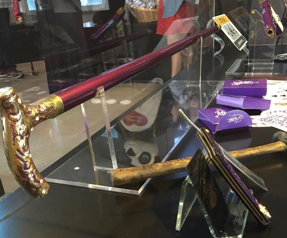 <p>The Joker's accessories include his purple walking stick, a brutal looking hammer, and plenty of cards.</p>