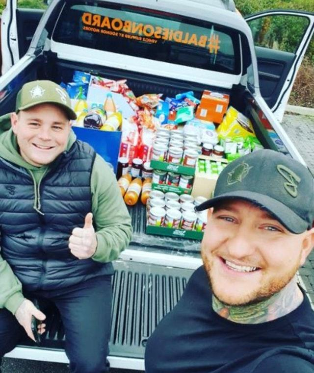 Viral duo to deliver Christmas presents to children
