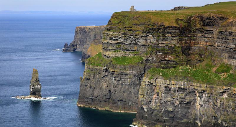 Man dies after Cliffs of Moher fall while taking photograph