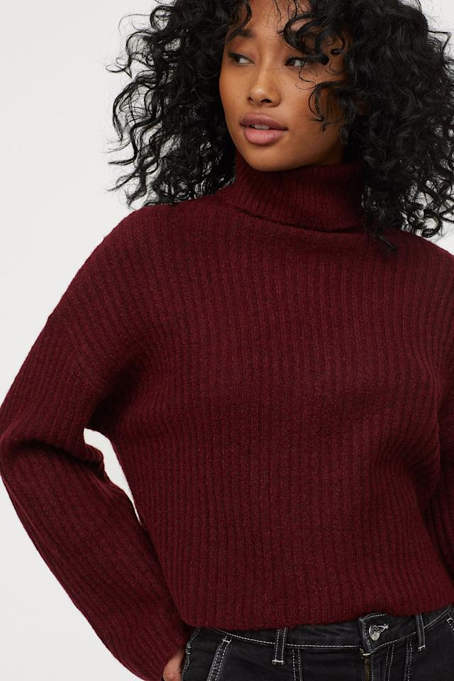 "<p>You can't go wrong with this <a href=""https://www.popsugar.com/buy/HampM-Rib-Knit-Turtleneck-Sweater-493758?p_name=H%26amp%3BM%20Rib-Knit%20Turtleneck%20Sweater&retailer=www2.hm.com&pid=493758&price=25&evar1=fab%3Auk&evar9=46670855&evar98=https%3A%2F%2Fwww.popsugar.com%2Ffashion%2Fphoto-gallery%2F46670855%2Fimage%2F46671392%2FHM-Rib-Knit-Turtleneck-Sweater&list1=shopping%2Cfall%20fashion%2Csweaters%2C50%20under%20%2450%2Caffordable%20shopping&prop13=api&pdata=1"" rel=""nofollow"" data-shoppable-link=""1"" target=""_blank"" class=""ga-track"" data-ga-category=""Related"" data-ga-label=""https://www2.hm.com/en_us/productpage.0770693004.html"" data-ga-action=""In-Line Links"">H&amp;M Rib-Knit Turtleneck Sweater</a> ($25).</p>"