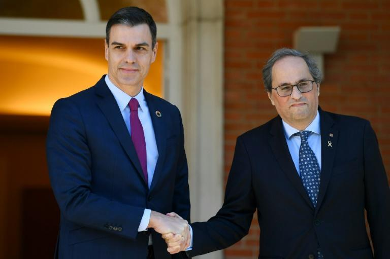 Spain's Prime Minister Pedro Sanchez (l) with Catalonia's regional president Quim Torra in Madrid last week, at the opening fo talks to defuse the regional crisis