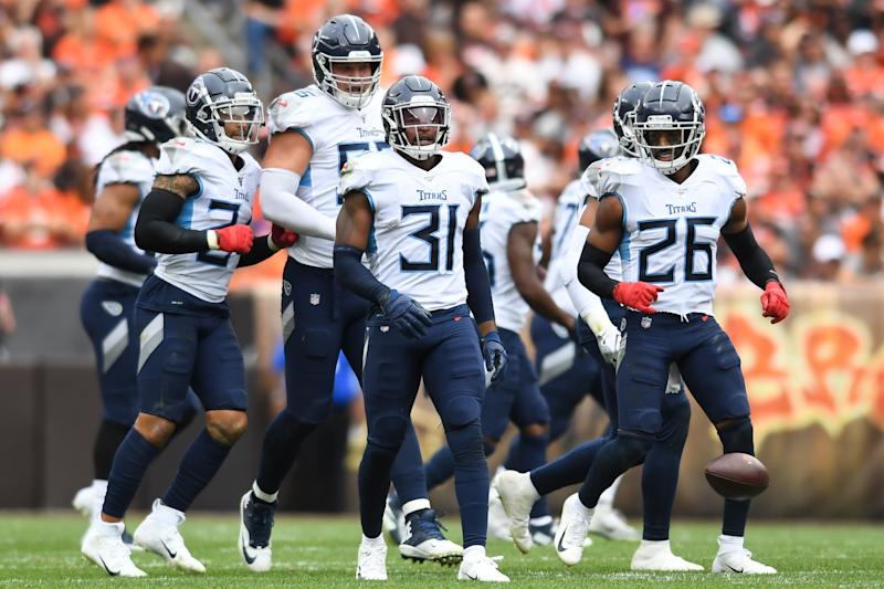 Free safety Kevin Byard #31 of the Tennessee Titans celebrates with teammates