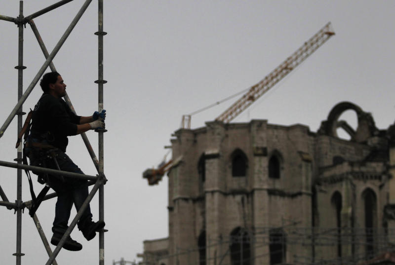 A worker dismantles a metal structure at Lisbon's Rossio square, Wednesday, Jan. 8, 2014. Glimmers of hope emerged Wednesday for the eurozone economy to suggest that the coming year will see the recovery gathering steam. Eurostat, the EU's statistics office, said the eurozone's unemployment rate held steady in November at a record 12.1 percent for the eighth month running after a modest 4.000 rise in the ranks of the jobless to 19.24 million. (AP Photo/Francisco Seco)