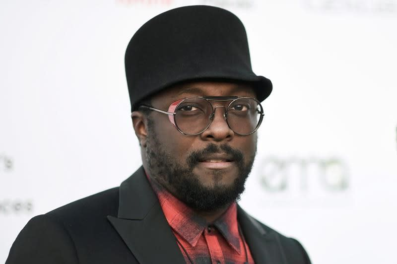 Qantas stands by its crew over Will.i.am's racist claim