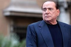 Berlusconi stands alone after party split