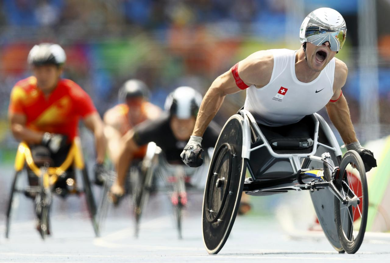 2016 Rio Paralympics - Athletics - Men's 800m - T54 Final - Olympic Stadium - Rio de Janeiro, Brazil - 15/09/2016. Marcel Hug of Switzerland (R) competes en route to a gold medal finish in the event.  REUTERS/Jason Cairnduff  TPX IMAGES OF THE DAY  FOR EDITORIAL USE ONLY. NOT FOR SALE FOR MARKETING OR ADVERTISING CAMPAIGNS.