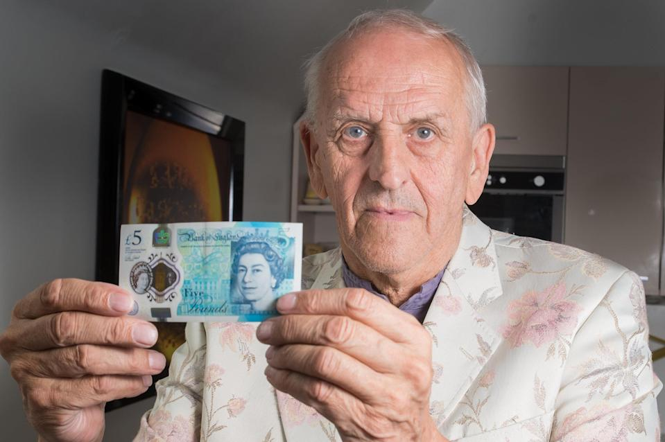 Graham Short who has etched a portrait of Harry Kane on to a number of £5 notes. (SWNS)