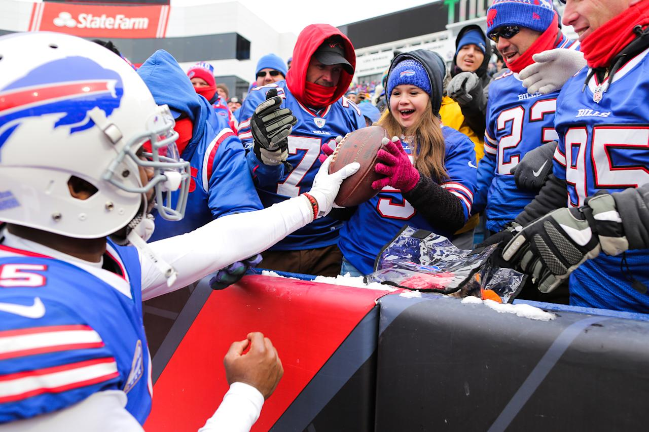 <p>Tyrod Taylor #5 of the Buffalo Bills gives the ball to a young fan after scoring a touchdown during the second quarter against Miami Dolphins on December 17, 2017 at New Era Field in Orchard Park, New York. (Photo by Brett Carlsen/Getty Images) </p>