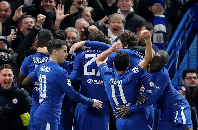Soccer Football - Champions League Round of 16 First Leg - Chelsea vs FC Barcelona - Stamford Bridge, London, Britain - February 20, 2018 Chelsea's Willian celebrates scoring their first goal with teammates as Pedro collides with N'Golo Kante REUTERS/David Klein