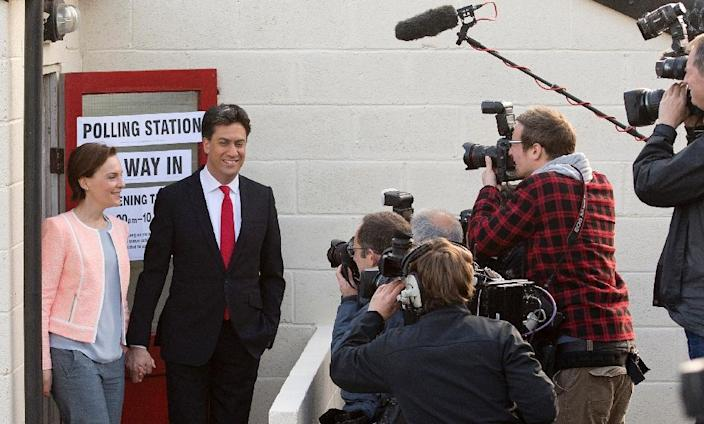 Ed Miliband, (2nd L) Leader of Britain's Labour Party, and his wife Justine Thornton, leave after casting their votes in the village of Sutton, England on May 7, 2015, as Britain holds a general election (AFP Photo/Oli Scarff)