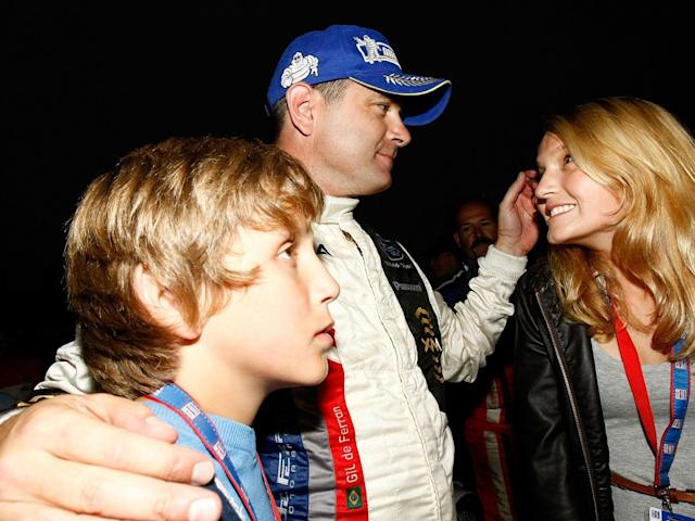 Gil de Ferran with his family in 2009 following his final race before retirement (Getty)