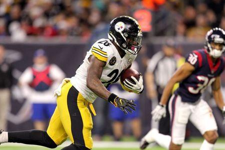 FILE PHOTO: Dec 25, 2017; Houston, TX, USA; Pittsburgh Steelers running back Le'Veon Bell (26) carries the ball across the goal line for a touchdown against the Houston Texans during the third quarter at NRG Stadium. Mandatory Credit: Erik Williams-USA TODAY Sports