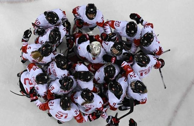 Team Canada huddle after they won the women's semi-final ice hockey match between Canada and the Olympic Athlete's from Russia during the Pyeongchang 2018 Winter Olympic Games at the Gangneung Hockey Centre in Gangneung (AFP Photo/Jung Yeon-je)