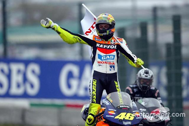 """<b>#8</b> 355 - Valentino Rossi, 2002 (MotoGP) <span class=""""copyright"""">Gold and Goose / Motorsport Images</span>"""
