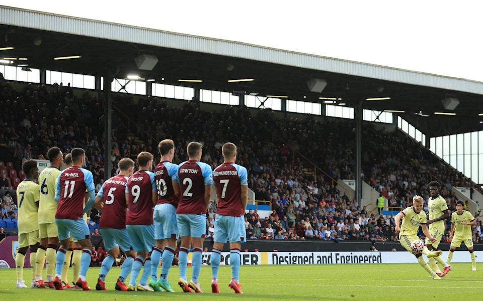 Arsenal's Norwegian midfielder Martin Odegaard (3rd R) scores the opening goal with this freekick during the English Premier League football match between Burnley and Arsenal - AFP