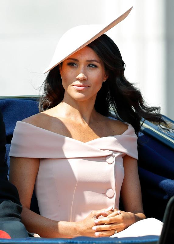 meghan-escote-getty