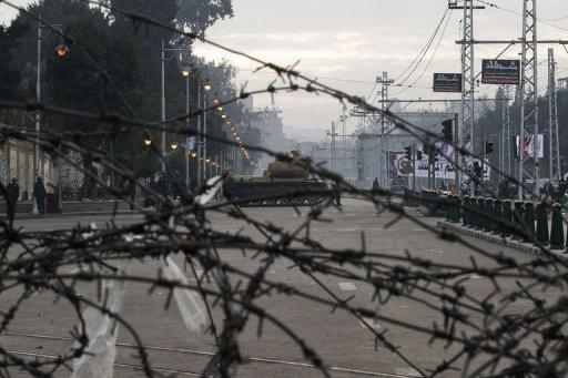 The Egyptian army deploys outside the presidential palace in Cairo on December 13, 2012. T