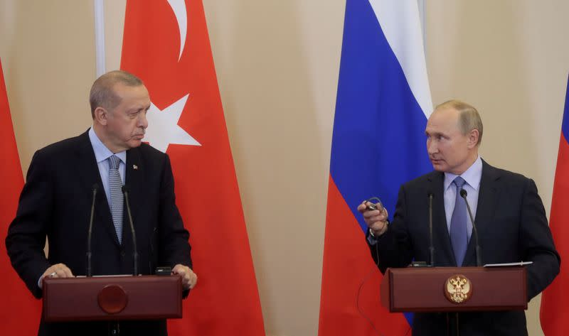 Turkey, Russia talk Syria as thousands flee bombing
