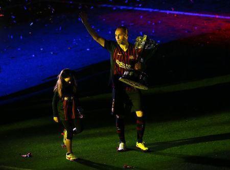 Soccer Football - La Liga Santander - FC Barcelona vs Real Sociedad - Camp Nou, Barcelona, Spain - May 20, 2018 Barcelona's Andres Iniesta celebrates with the La Liga trophy after the match REUTERS/Albert Gea
