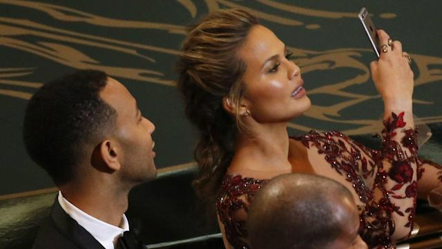 Chrissy Teigen, a model who became an even more popular celebrity through her prolific and often humorous use of social media, just dealt Snapchat a blow.