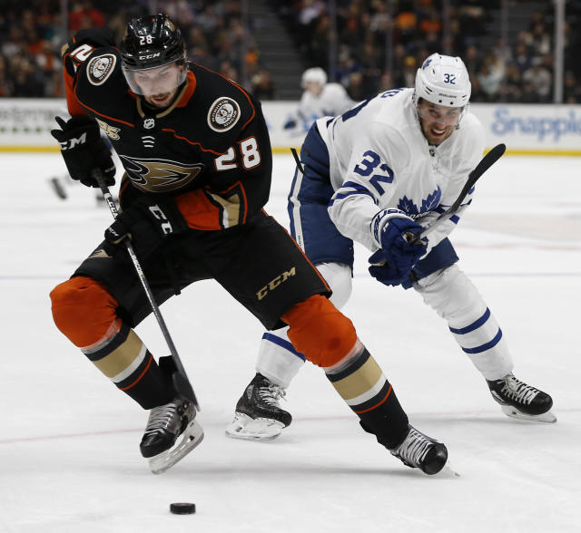 Anaheim Ducks defenseman Marcus Pettersson, left, of Sweden, controls the puck away from Toronto Maple Leafs left wing Josh Leivo, right, from the puck during the first period of an NHL hockey game in Anaheim, Calif., Friday, Nov. 16, 2018. (AP Photo/Alex Gallardo)