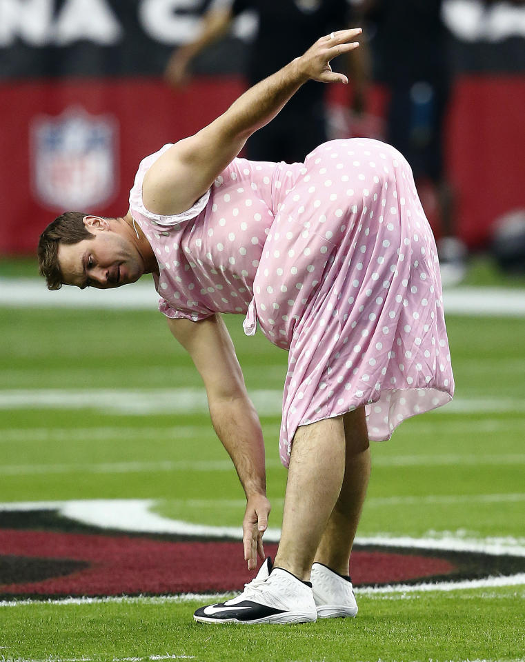 <p>Arizona Cardinals quarterback Drew Stanton wears a costume as he warms up prior to an NFL football game against the Jacksonville Jaguars, Sunday, Nov. 26, 2017, in Glendale, Ariz. (AP Photo/Ross D. Franklin) </p>