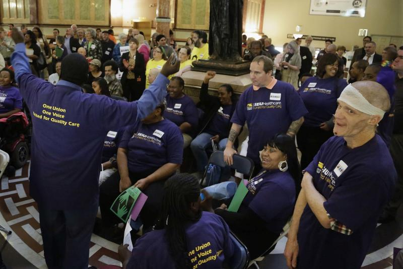 Ill. lawmakers taking up bill to fix pension mess