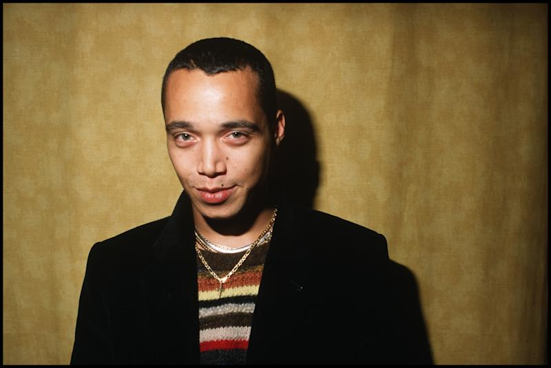 Finley Quaye poses for portraits in a house in Ladbroke Grove, London, 4th November 1998. (Photo by David Corio/Redferns)
