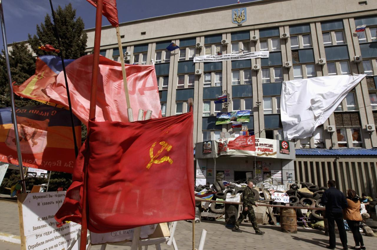 The seized office of the SBU state security service is seen in Luhansk, eastern Ukraine, April 28, 2014. REUTERS/Vasily Fedosenko (UKRAINE - Tags: POLITICS CIVIL UNREST)