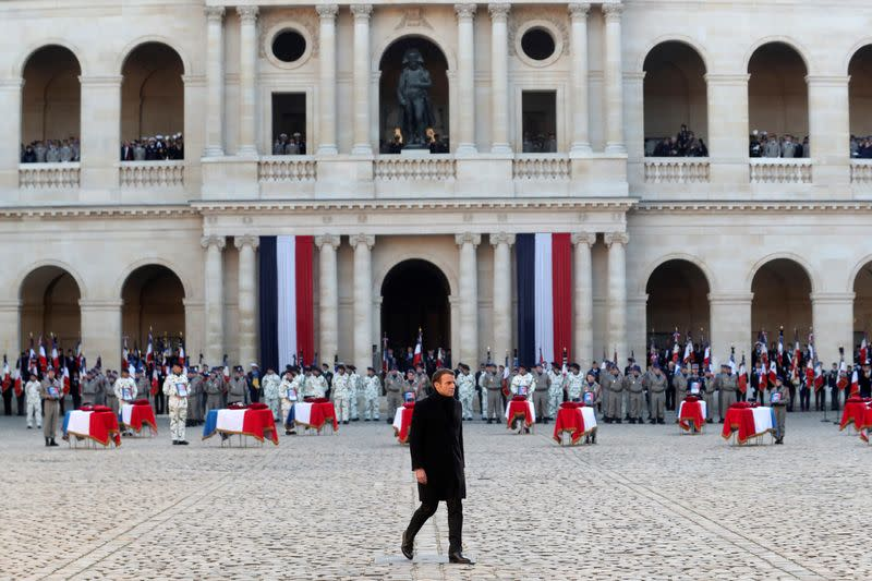 National ceremony in Paris to pay respect to the thirteen French soldiers killed in Mali