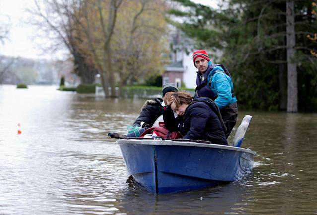 <p>Mina Tayarani is evacuated from her home in a flooded residential neighbourhood in Ile Bizard, Quebec, Canada May 8, 2017. (Christinne Muschi/Reuters) </p>