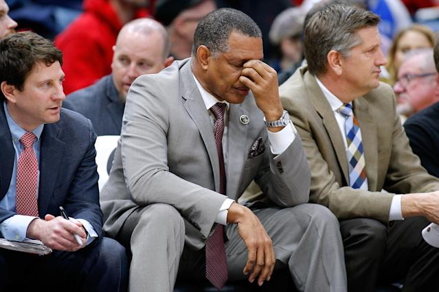 How is Alvin Gentry supposed to ask his players to go hard when he removes Anthony Davis from competitive games? (Getty)