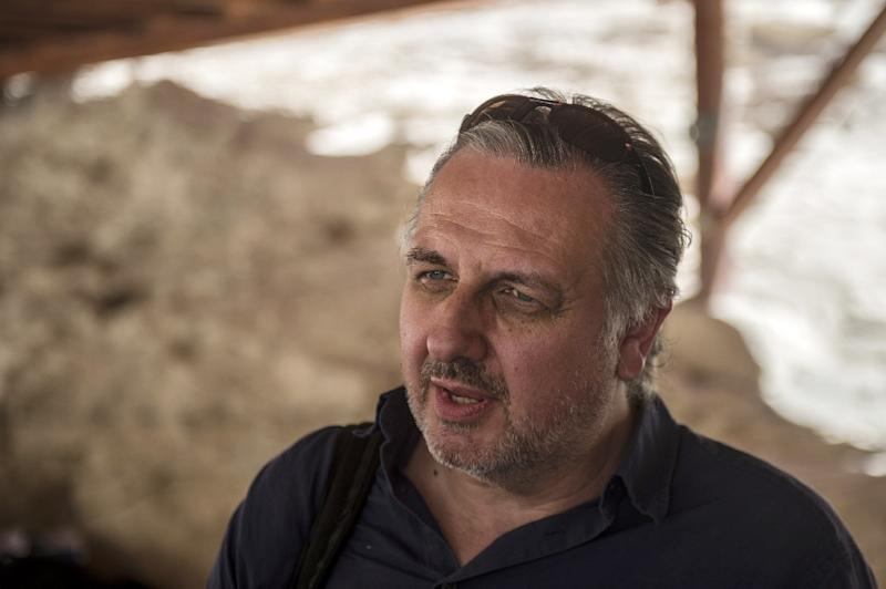 British Egyptologist Nicholas Reeves talks to journalists before visiting the burial chamber of King Tutankhamun in the Valley of the Kings, close to Luxor, 500 kms south of Cairo on September 28, 2015 (AFP Photo/Khaled Desouki)