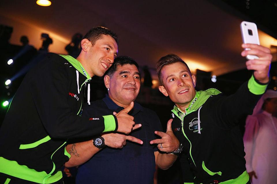 Diego Maradona with Stefano Pirazzi and Nicola Ruffoni at the Dubai Tour in 2015.