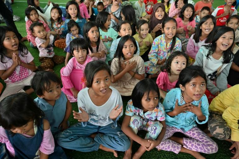 Children take part in a trauma healing programme in Labuhan in Banten Province after the devastating tsunami