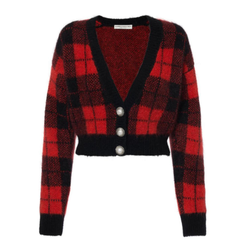 """<p>Prix : 808 €</p><br><a href=""""https://alessandrarich.com/collections/knitwear/products/tartan-brushed-knit-cropped-cardigan-fab2624-k3363-51246-red-black"""" rel=""""nofollow noopener"""" target=""""_blank"""" data-ylk=""""slk:Acheter"""" class=""""link rapid-noclick-resp"""">Acheter</a>"""