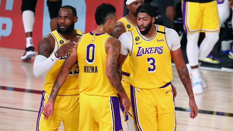 Lakers, Bucks draw level with comfortable wins