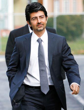 EBay founder and chairman Pierre Omidyar enters the courthouse to testify in the eBay versus Craigslist trial at the Chancery Court in Georgetown, Delaware in this file photo from December 7, 2009.  REUTERS/Tim Shaffer/Files