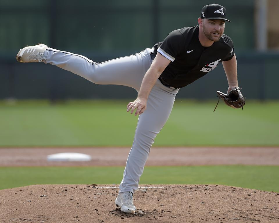 GLENDALE, ARIZONA - MARCH 07:  Liam Hendriks #31 of the Chicago White Sox pitches during a