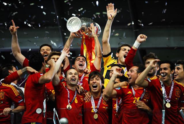 KIEV, UKRAINE - JULY 01: Xavi Hernandez (C) of Spain lifts the trophy as he celebrates with team-mates following victory in the UEFA EURO 2012 final match between Spain and Italy at the Olympic Stadium on July 1, 2012 in Kiev, Ukraine. (Photo by Laurence Griffiths/Getty Images)