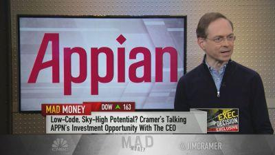 Jim Cramer and Appian Corp. founder, chairman and CEO Matt Calkins discuss the company's new clients and the effects of the government shutdown on business.