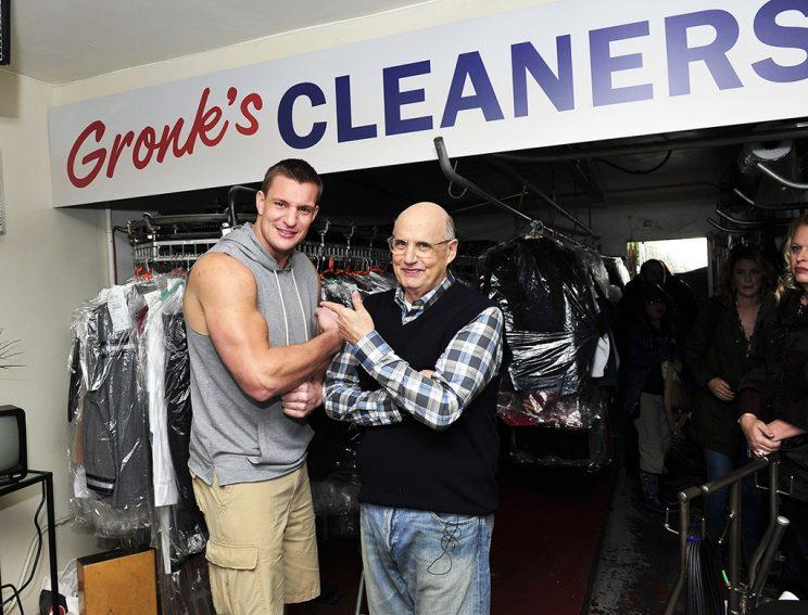 the odd couple jeffrey tambor teams up with rob gronkowski for super bowl commercial. Black Bedroom Furniture Sets. Home Design Ideas