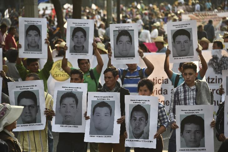 Relatives of 43 missing students hold portraits during a protest demanding justice and clarification of the disappearance of their loved ones from Ayotzinapa, on December 6, 2014 in Mexico City (AFP Photo/Yuri Cortez)