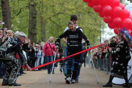 "Claire Lomas, who is paralysed and walks with the aid of a ""bionic"" suit, finishes the London Marathon"